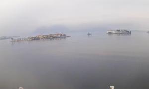 isole lago nebbia