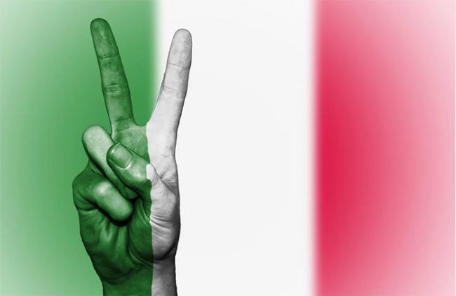 italia vittoria dita