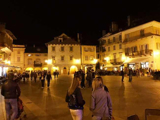 piazza mercato notte.jpg