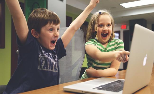 bambini gioia computer