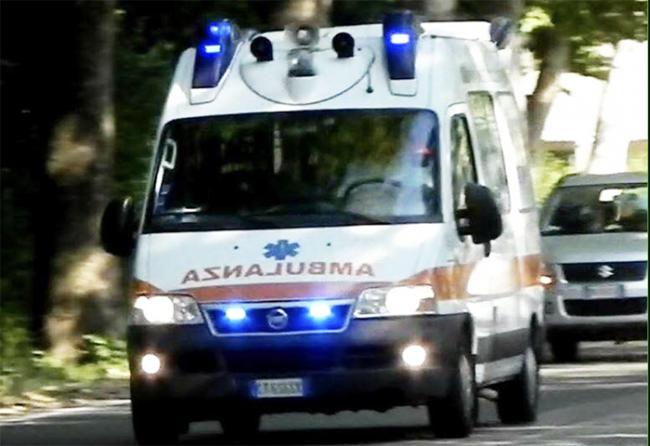 fretta strada giorno ambulanza