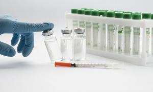 vaccinazione siringa covid